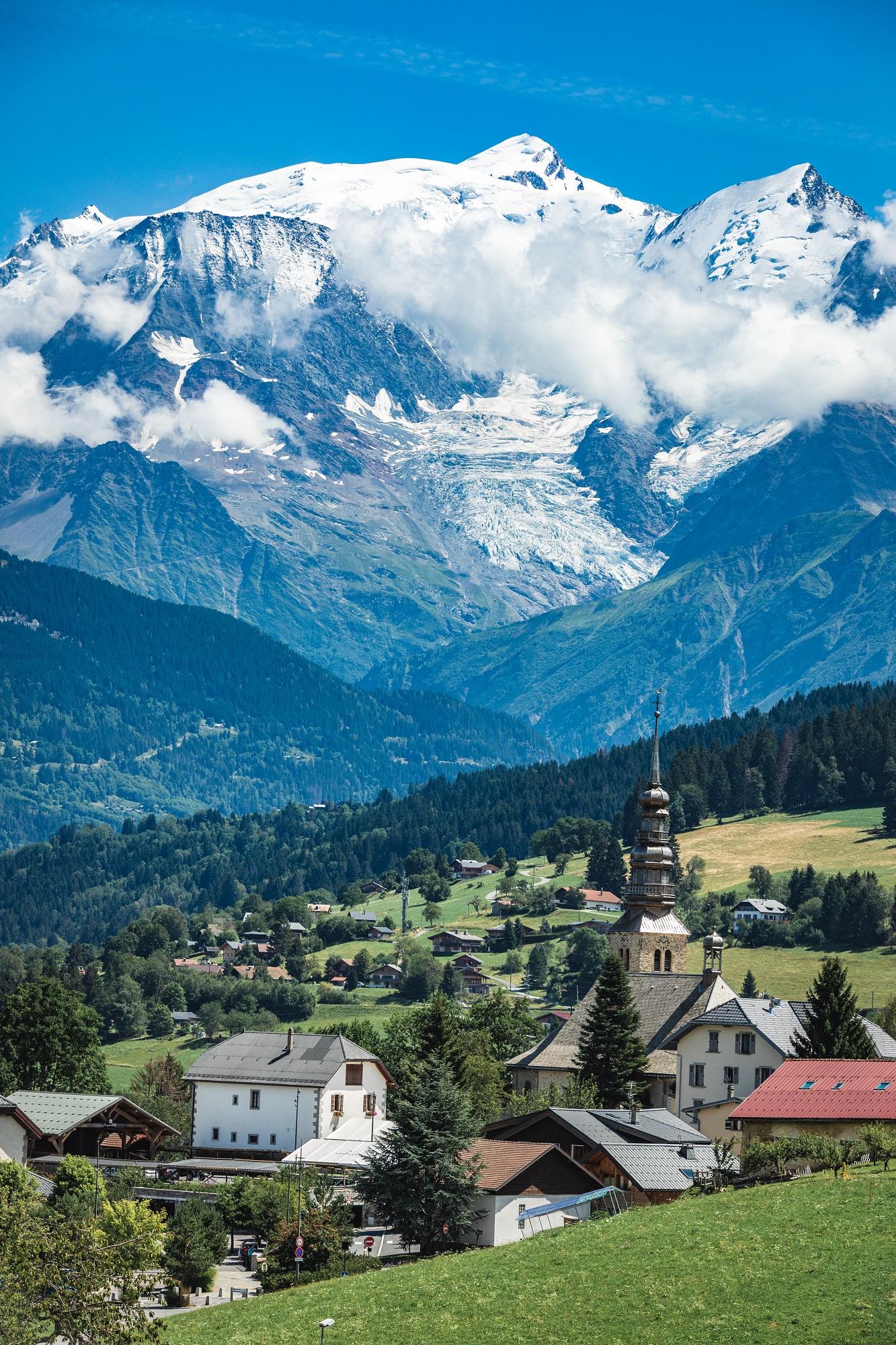 08-08-19-Mont-Blanc-Nuages-eglise-©Basile-DUNAND-OT-ComblouxHD-7